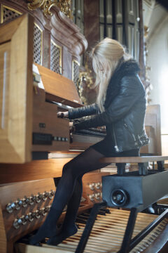 """ANNA VON HAUSSWOLFF ANNOUNCES """"ALL THOUGHTS FLY"""" A SOLO PIPE ORGAN TOUR"""